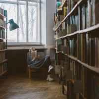 """13 libri sui santi consigliati per il cammin di vita: da """"Il sorriso di Dio"""" a """"Racconti di un pellegrino russo"""""""